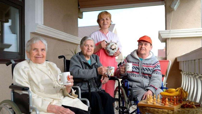 знакомство для пожилых людей отношения
